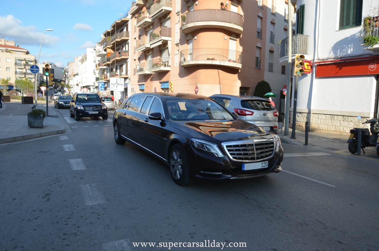 http://supercarsallday.com/wp-content/uploads/2016-Mercedes-Maybach-Pullman-3.jpg