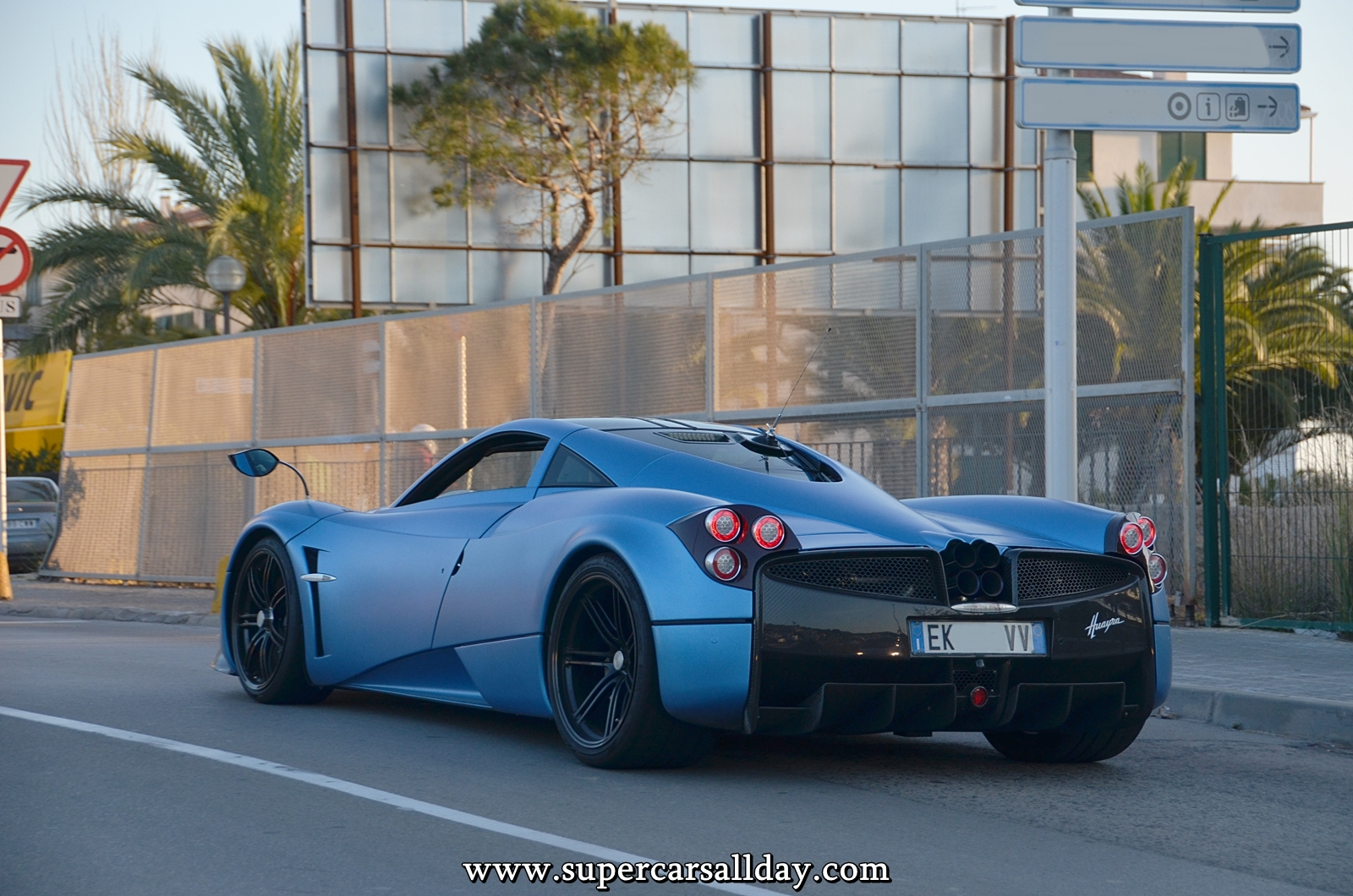 Pagani huayra engine sound pagani free engine image for for Garage bc automobile chateauroux